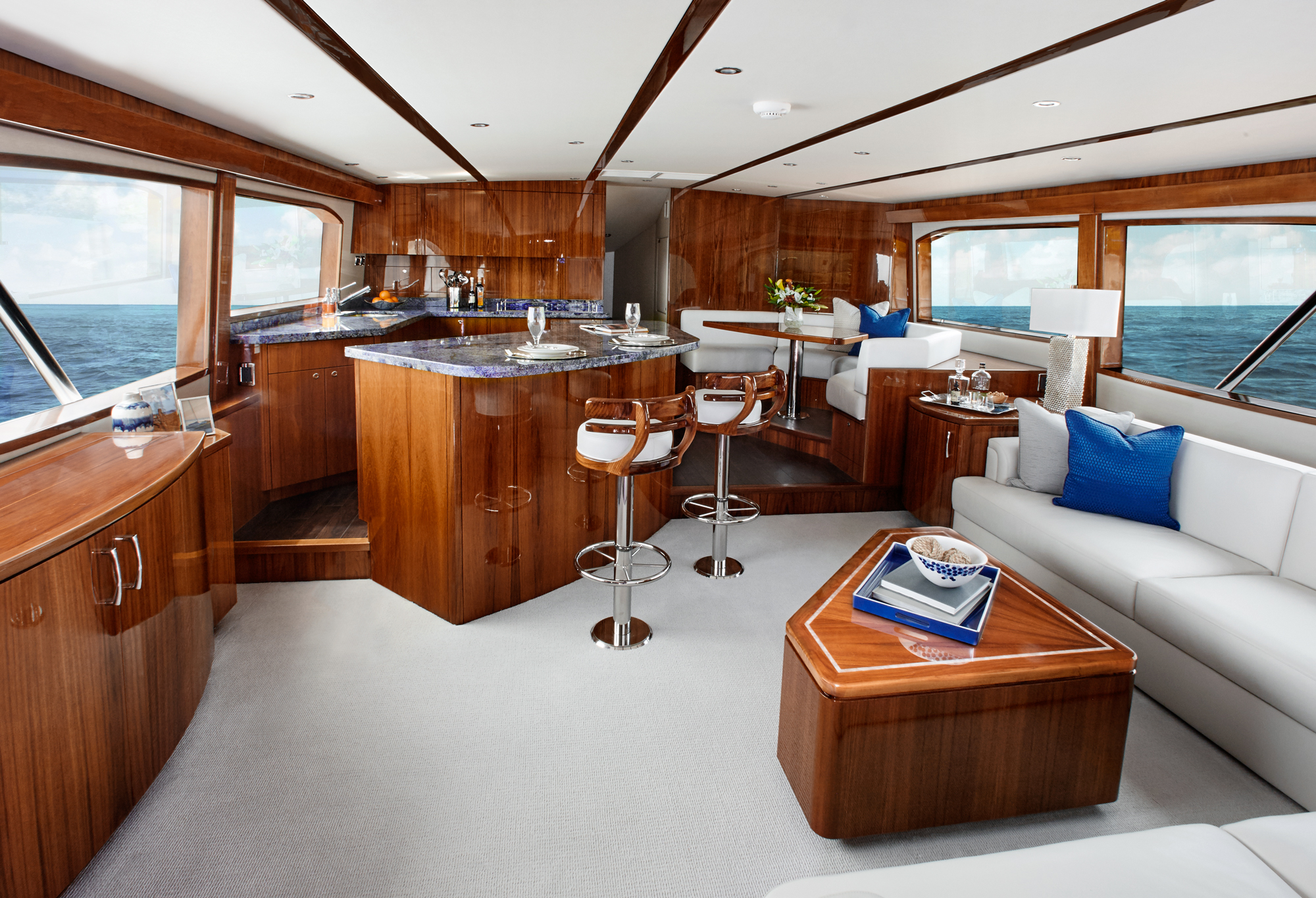 GT70 Convertible Sportfishing Yacht Hatteras Yachts