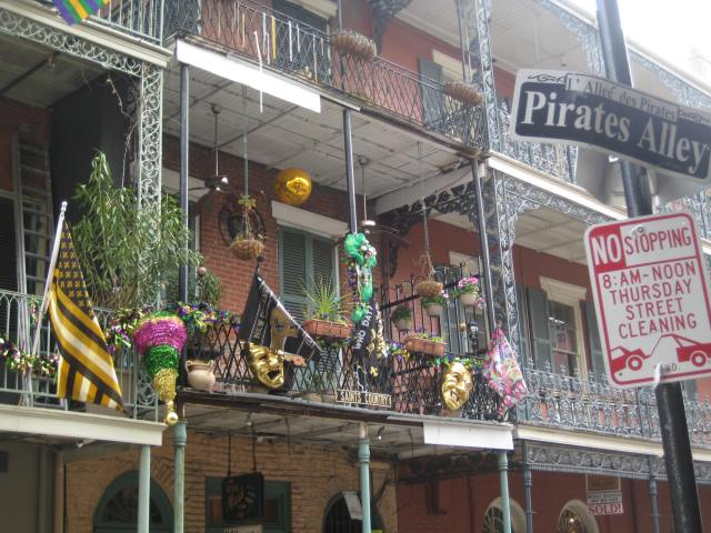 Mardi Gras in Pirates Alley
