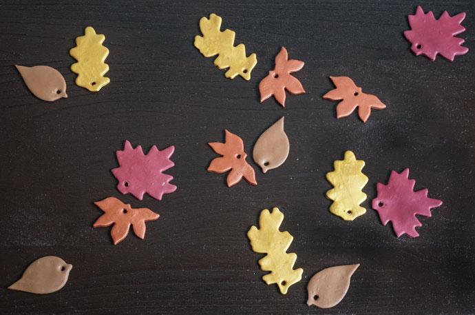 Schöne bunte Blätter aus Fimo selber machen
