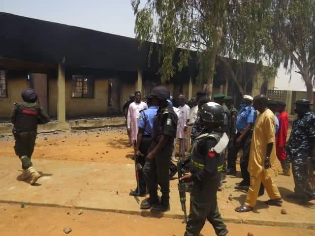 Yadda matasa suka kona ofishin yan sanda a jihar Sokoto : Hotuna