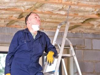 Während für Neubauten strenge energetische Standards gelten, verbrauchen tausende Altbauten noch unnötig viel Energie. Foto: djd/Gesamtverband Dämmstoffindustrie/Juice Images/Corbis