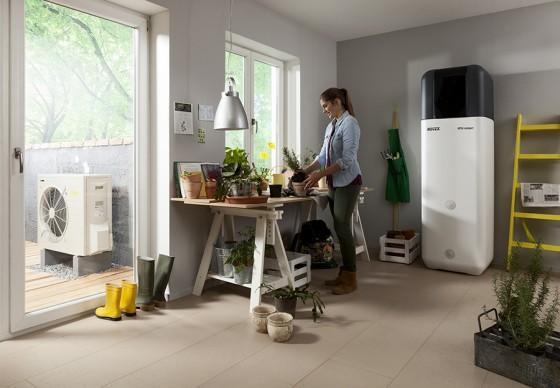 Die kompakte Inneneinheit der Luft-Wasser-Wärmepumpe kann platzsparend im Keller oder Wirtschaftsraum aufgestellt werden. (Foto: ROTEX Heating Systems GmbH)