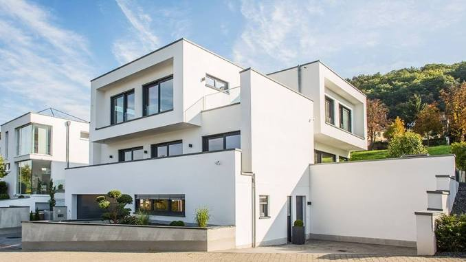 Fertighaus Hersteller OKAL aus Simmern setzte schon früh auf Kubus-Formen, wie hier bei einem Kundenhaus. (Foto: OKAL Haus GmbH)
