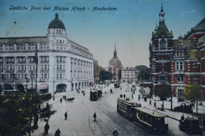Ansichtkaart Leidseplein met Maison Hirsch en Stadsschouwburg