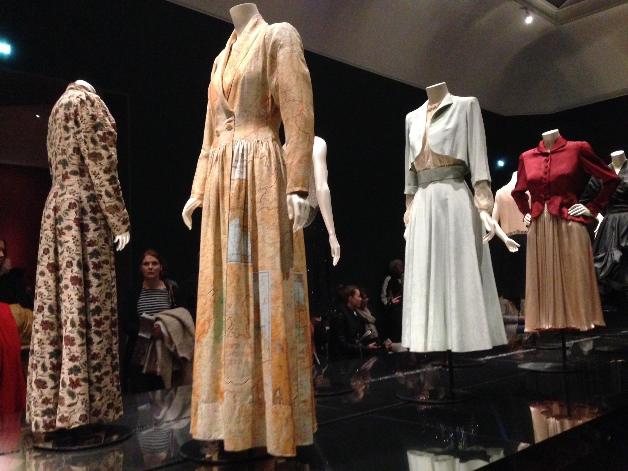 Catwalk bewegende kleding in museum