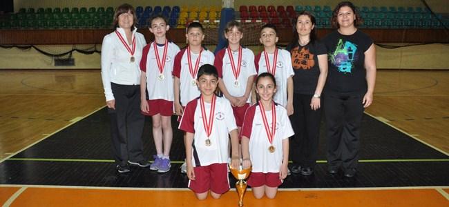 Badmintonda YDÜ şampiyon