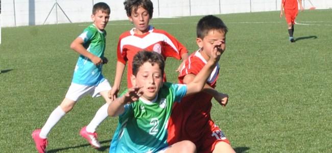 Çocuklardan Futbol Resitali