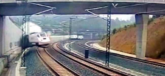 İspanya'daki tren faciası kamerada! (Video)