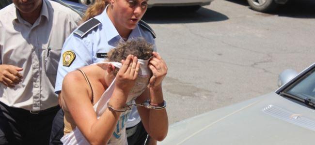Ağlaya ağlaya cezaevine gitti