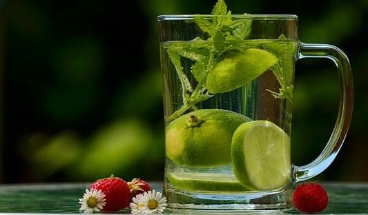 glas water met limoen en munt #HaVanCoaching