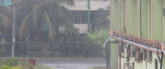 Starker Regenguss im Sommer in Varadero