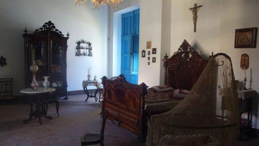 Foto eines kolonialen Schlafzimmers im Museo de Arte Colonial