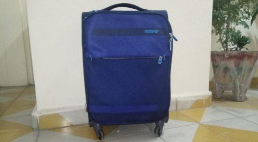 Mit einem kleinen Handgepäckkoffer könnt ihr die öffentlichen Verkehrsmittel nutzen
