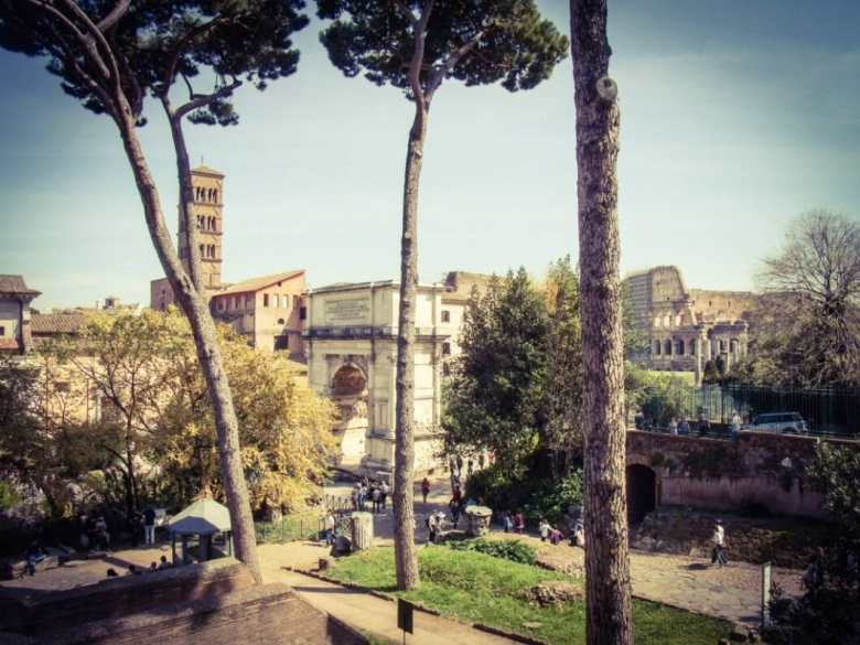 A view of the Roman Forum & Colosseum.