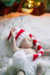 henry newborn christmas photos
