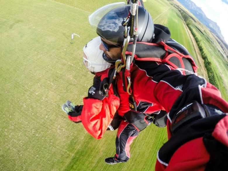 skydiving landing