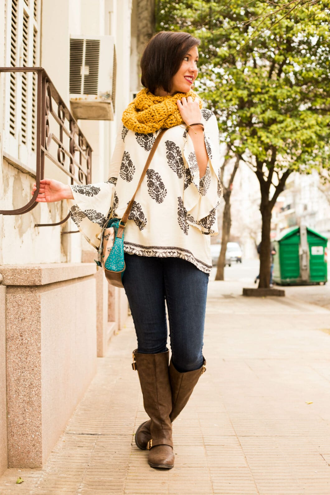 One of my favorite outfits for cooler weather in Argentina. Shein top and ModCloth cat bag