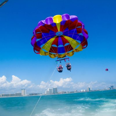 A First-Timer's Guide to Parasailing – What to Expect, What to Wear + When to Go