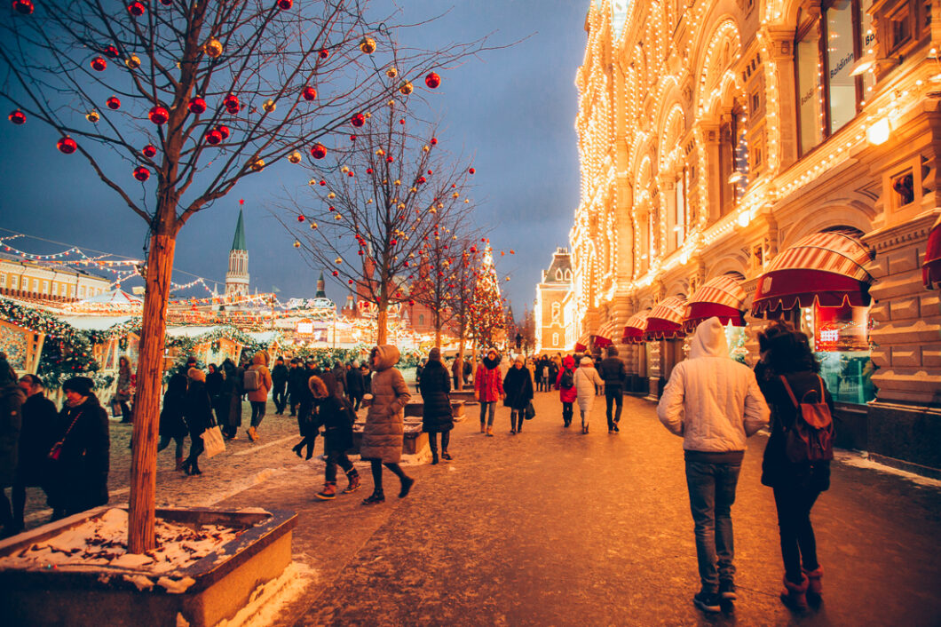 Christmas in Moscow, Russia is one of the most magical things I have ever seen in my life. It looks like this city was plucked right from a fairytale! For this post, I'm going to share 20 of my favorite photos of Moscow during Christmastime.