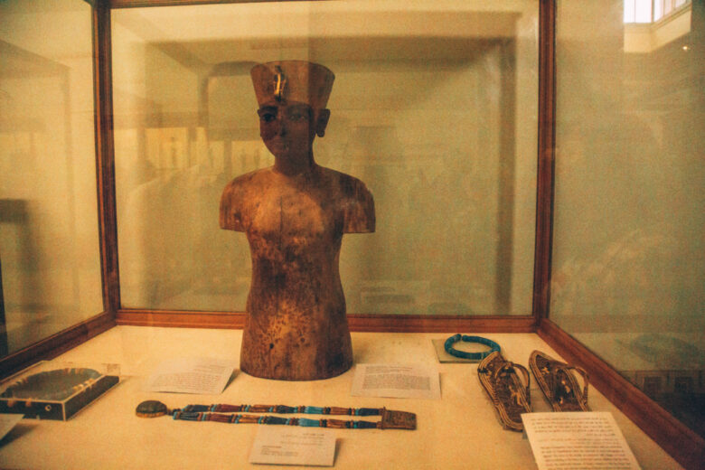 A mannequin King Tut used for his jewerly.