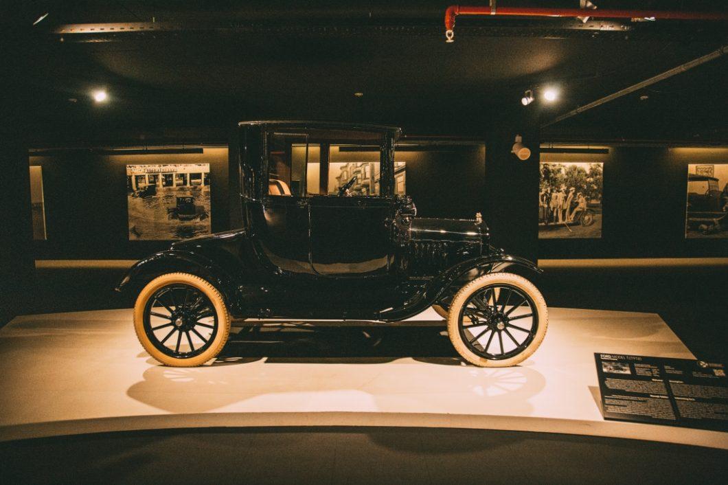 30 Photos of the Heydar Aliyev Center's Classic Car Exhibit in Baku, Azerbaijan
