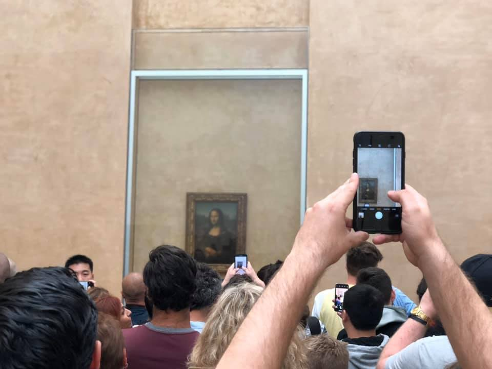 Mona Lisa photo funny travel pic