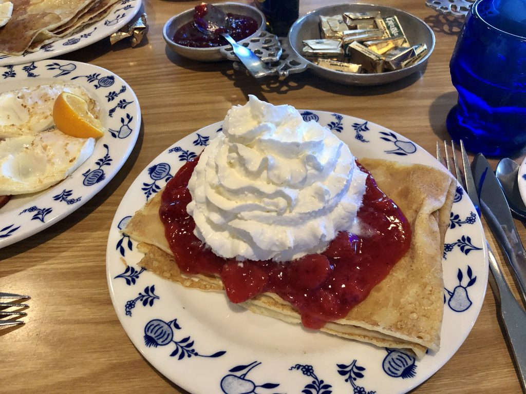breakfast at Al Johnson's in Sister Bay Wisconsin - best things to do in Door County