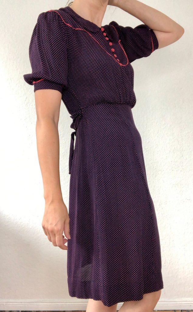 Very nice original 30s 40s midi dress vintage short sleevedoted