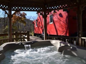 Newly Remodeled Romantic Get-a-Way!! 1954 Rail Road Caboose!! Relaxing Hot Tub!