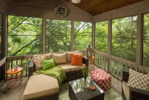 THE BIRDS NEST ~ Outdoor Hot Tub, Fire Pit, Screened Porch, Wooded Views!