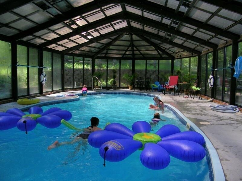 Lakeshore Log Home with Private indoor pool. *Pool is open May thru September *