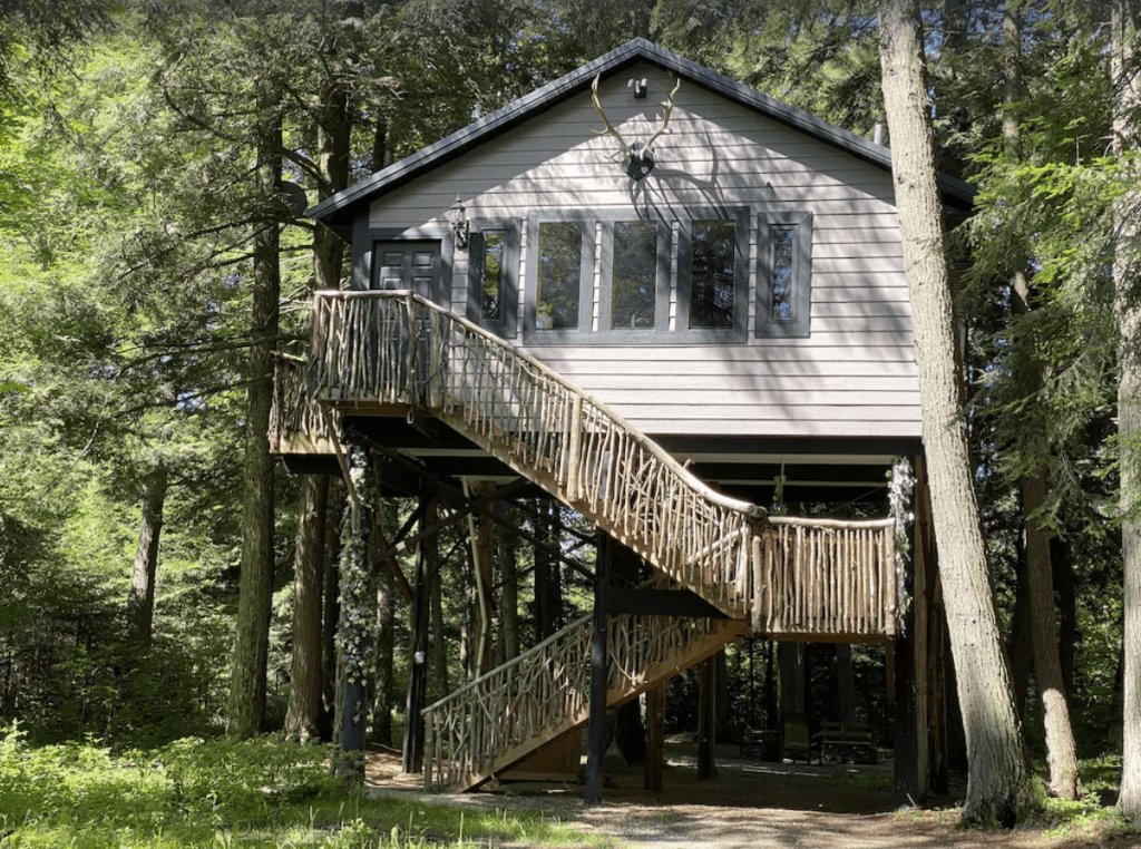 Fully-furnished treehouse with deck - Gleason, Wisconsin