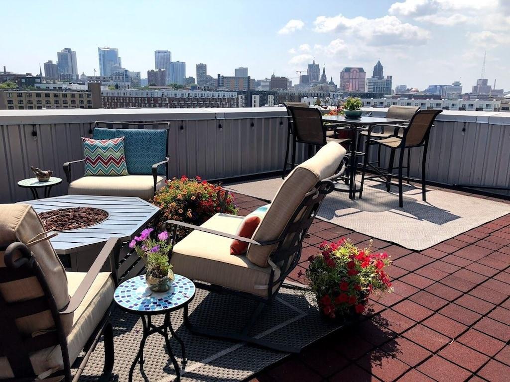 Penthouse Condo w/Amazing Views of Milwaukee