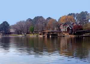 Peaceful Lake Life in Hayward