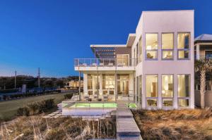 "Luxury Beachfront ""Pinner House"" in Seagrove Beach"