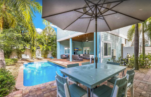 4-bedroom Tropical Home with Pool and Landscape - Anna Maria, Florida