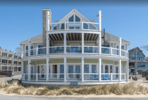 4-bedroom Beach Glass Cottage in North Beach