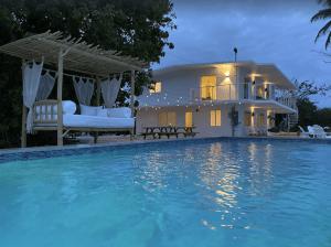 Private 5-bedroom Home with Heated Pool and Ocean Views - Islamorada