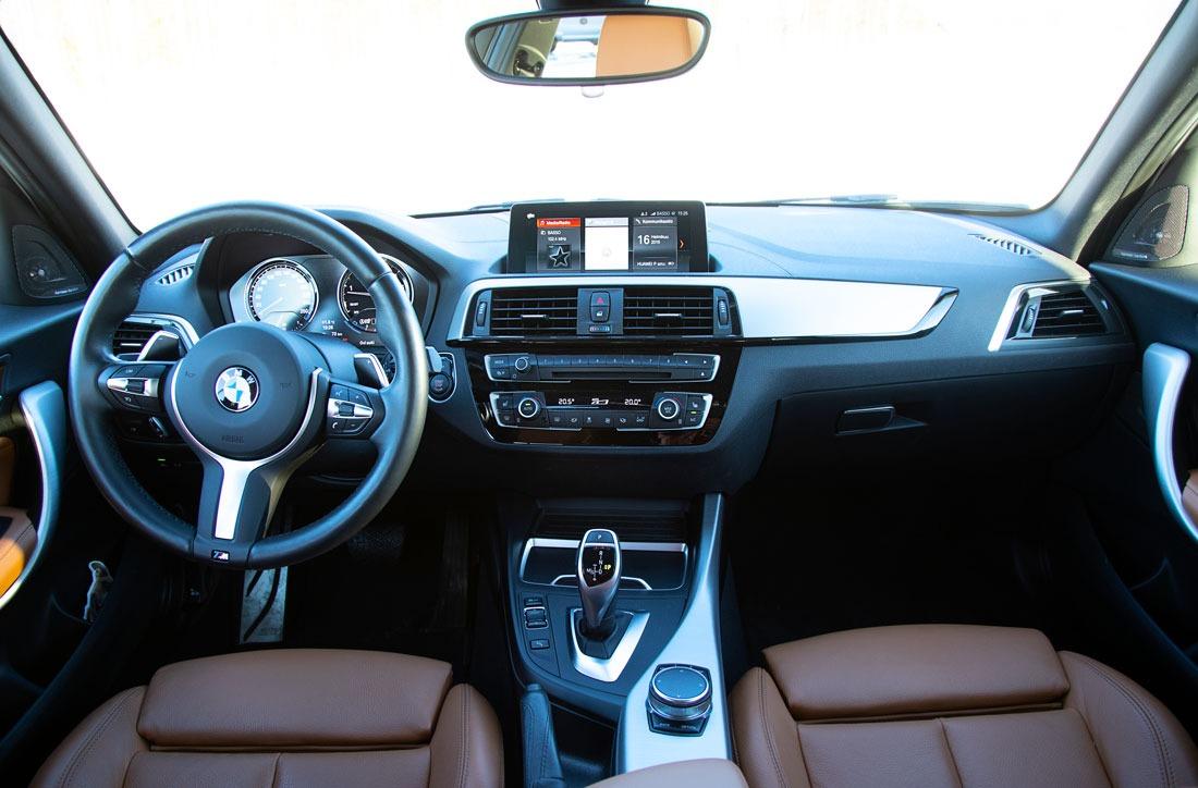 BMW M140i xDrive A – kojelauta