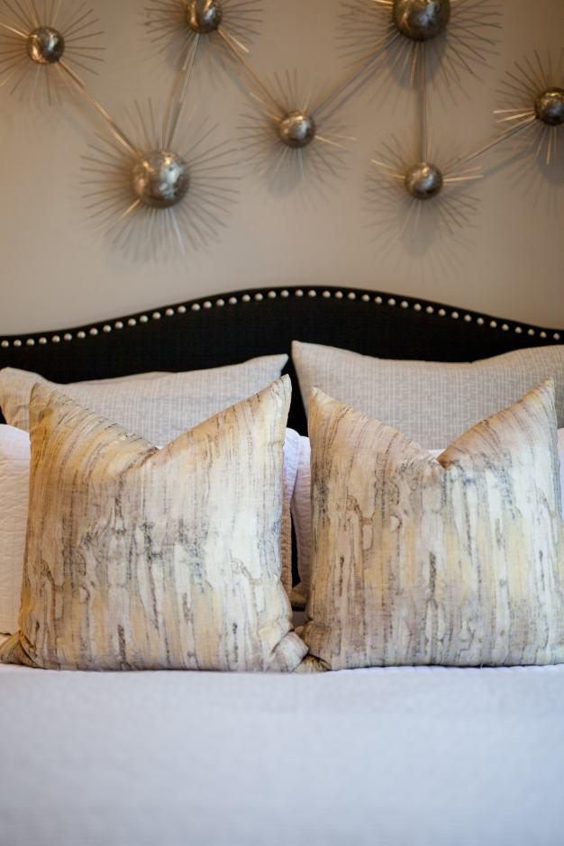 Haven-design-works-Atlanta-K.Hovnanian-Charleston-Ibiza-model-home-Pillows-min
