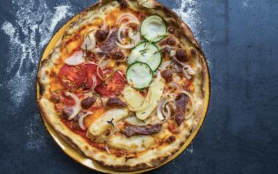 Sprød italiensk pizza