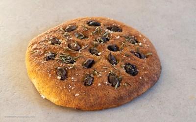 Focaccia med oliven, rosmarin og salt