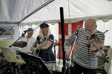 Malenes Kneipeband stod for den glade musikalske underholdning
