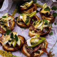 Apple Prosciutto Brie Crostini
