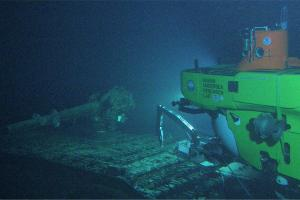 Pisces V submersible at the deck of the I-400 submarine (Courtesy NOAA HURL archives).