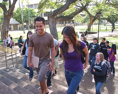 Students at UH Manoa. (Photo by D. Miyamoto)