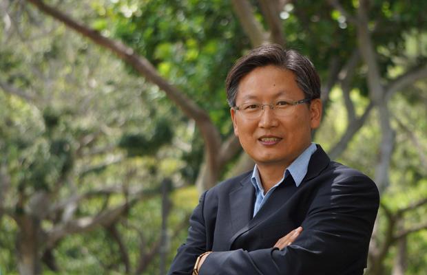 Associate Professor Tae-Ung Baik