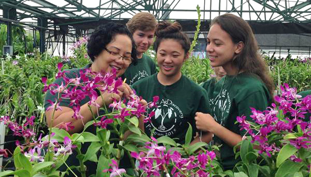 AgDiscovery students in greenhouse