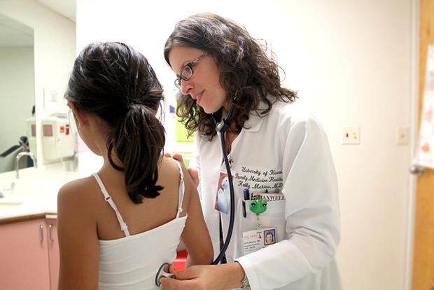 JABSOM doctor examining child