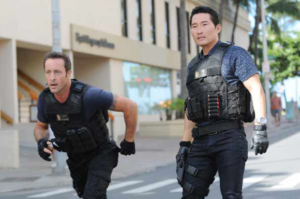 Two men in a scene from Hawaii Five-0